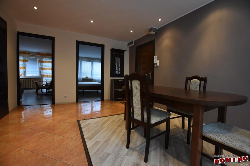 Duże, umeblowane mieszkanie z balkonem, 3 pokoje plus salon